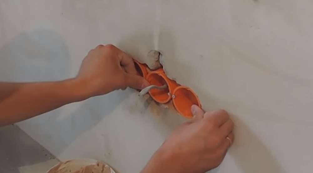 Как правильно установить спаренные подрозетники в стену